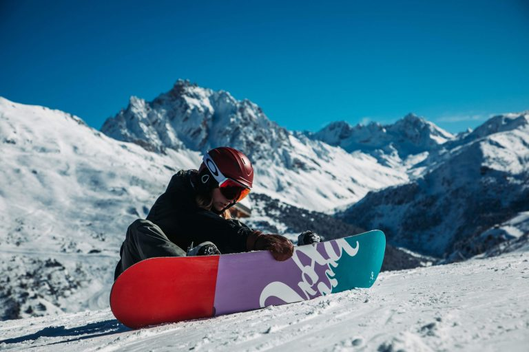 What's the Difference between Men's and Women's Snowboards