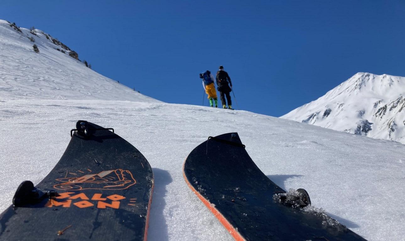 Splitboard vs Ski Touring – Can Snowboarders keep up?