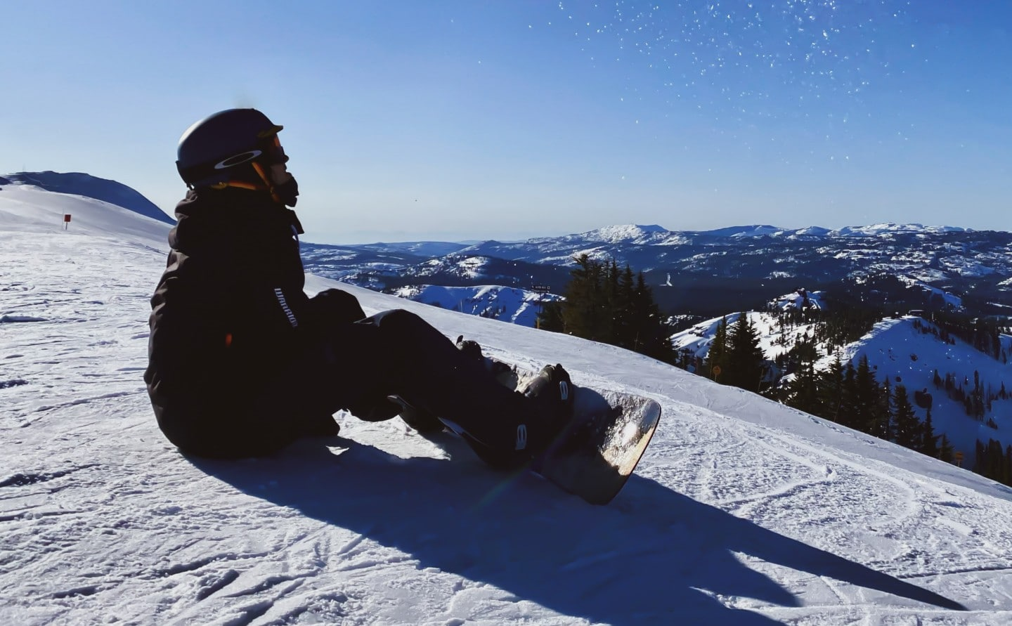 What causes your feet to hurt when snowboarding?